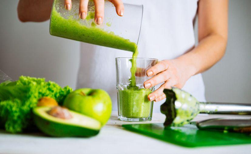 Muchas personas siguen dietas que prometen una rápida disminución de peso, sin imaginarse los peligros. (Excélsior)