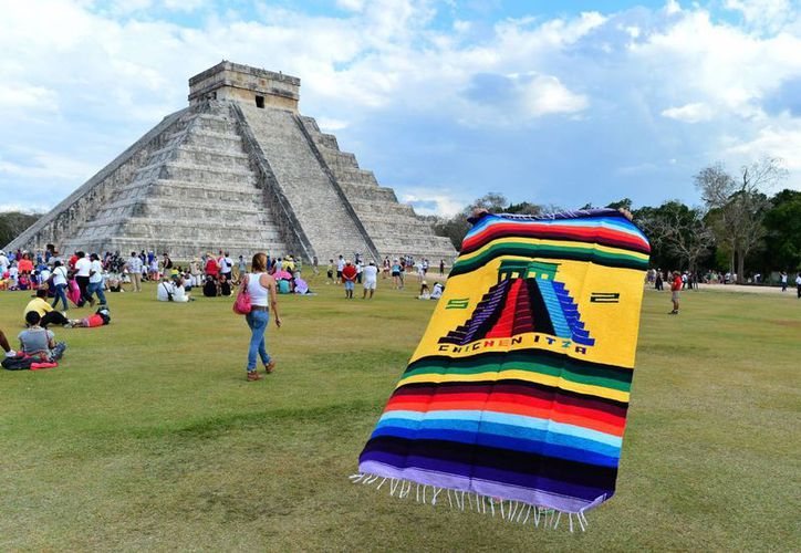 El Castillo de Chichén Itzá recibe hasta 2 mil turistas por día en verano. (Milenio Novedades)