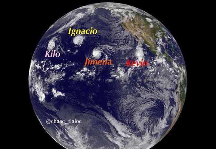 Histórica imagen de los cuatro ciclones simultáneos que fueron captados por la NASA. (excelsior.com.mx)
