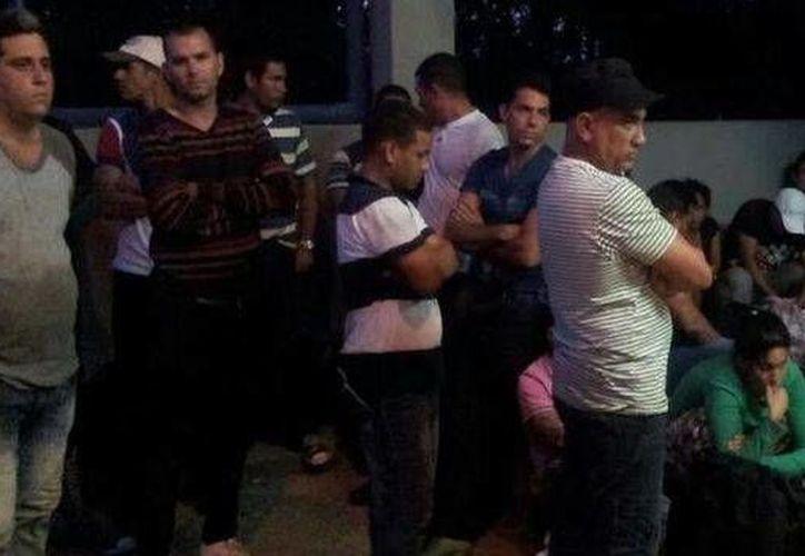 Los cubanos fueron trasladados a la oficina local de la Dirección General de Migración y Extranjería (DGME). (adn.fm/Fuerza Pública)