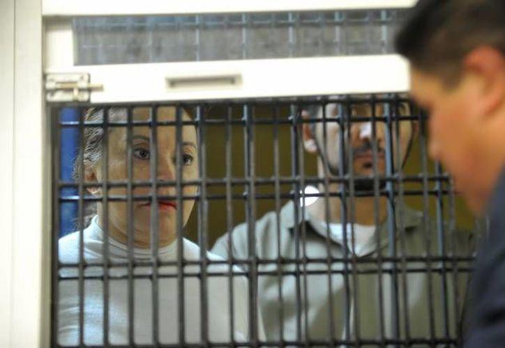 Elba Esther Gordillo tras la rejilla de prácticas en el juzgado. (Archivo/Notimex)