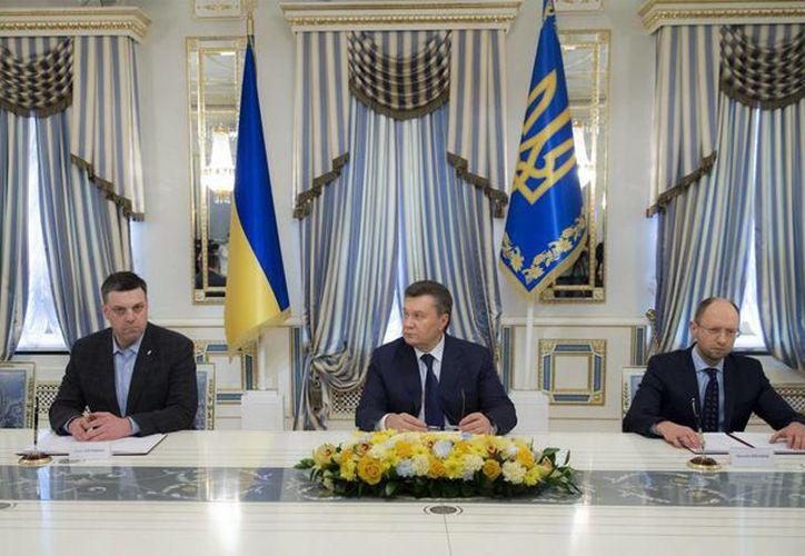 Líderes de la oposición y el Presidente de Ucrania firmaron un pacto de paz, aunque no está del todo claro cómo será recibido por los protagonistas de la crisis del país. (Agencias)