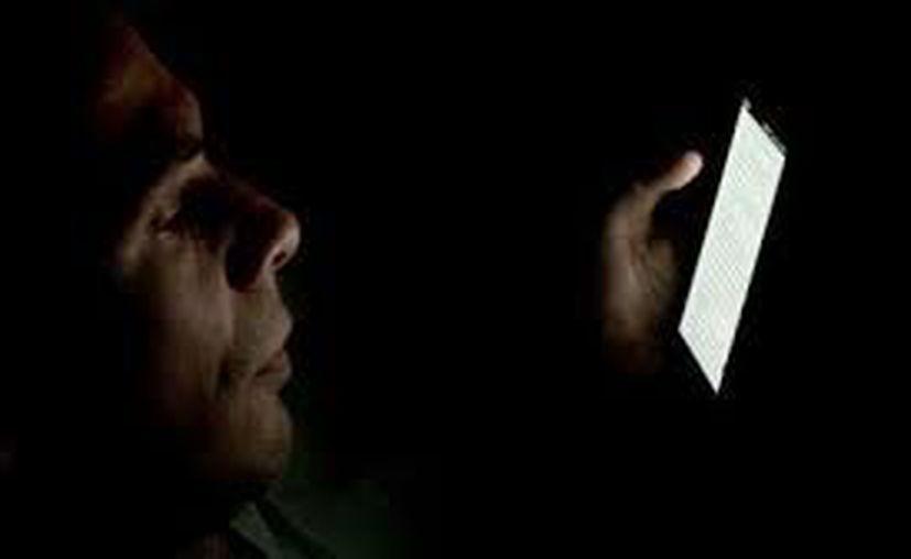 El uso de los dispositivos móviles retrasa el sueño de los jóvenes. (Contexto/Internet)