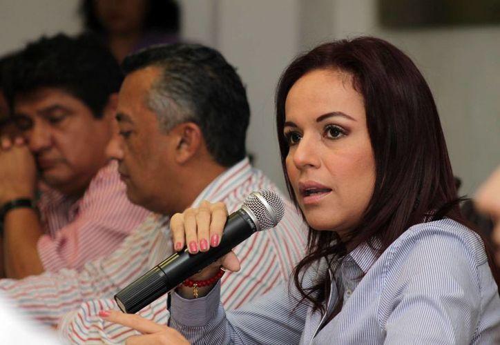 La regidora Míriam Osnaya acusó a cinco ex funcionarios othonenses de causar el quebranto financiero que atraviesan. (Francisco Sansores/SIPSE)