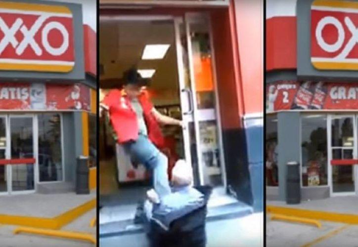 El video no especifica el lugar y la hora de los hechos, y sólo evidencia la agresión del joven empleado contra el anciano. (Captura de pantalla/YouTube)