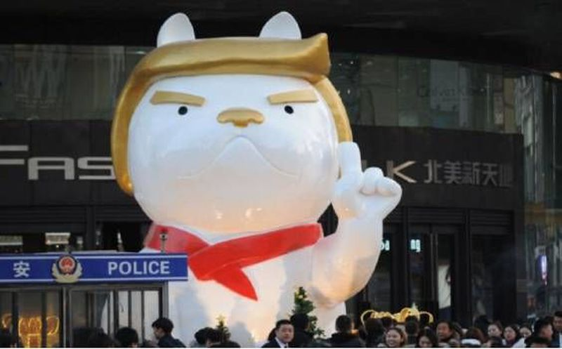 Trump inspira una estatua de perro en China