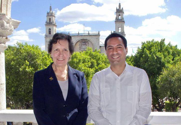La embajadora francesa Maryse Bossiére y el alcalde Mauricio Vila se reunieron para dar a conocer el interés por afianzar las relaciones de tipo cultural.(Milenio Novedades)