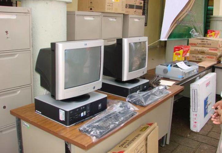 Maestros temen que el aula de medios de la escuela haya sido saqueada. (Manuel Salazar/SIPSE)