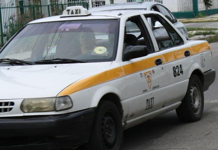 El programa preventivo dará mayor confianza a los usuarios que soliciten este servicio a través de la vía telefónica en los números conocidos del servicio de Radio Taxi. (Enrique Mena/SIPSE)