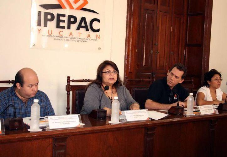 Ayer, en sesión ordinaria del Ipepac, María Elena Achach guardó silencio ante los señalamientos. (SIPSE)