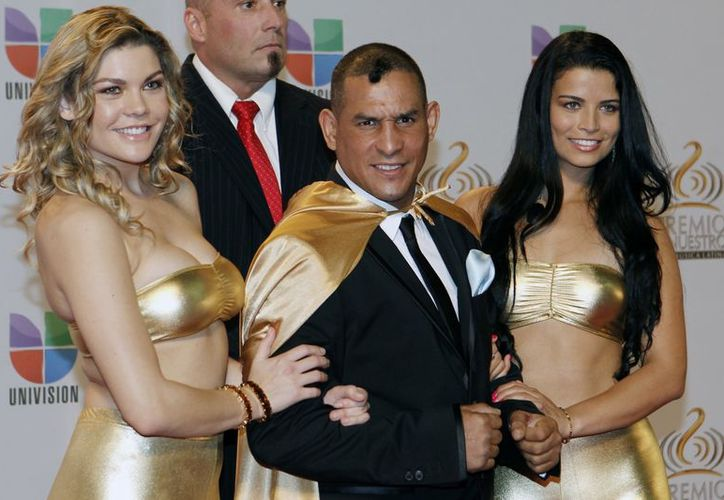 """El excampeón Hector """"Macho"""" Camacho posa para los medios previo a la entrega de los premios """"Lo Nuestro"""" en Miami, el pasado 16 de febrero. (Agencias)"""
