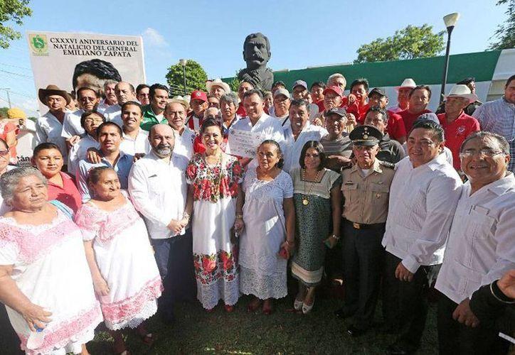 Funcionarios de los tres poderes rindieron homenaje a Emiliano Zapata, en el CXXXVI aniversario del natalicio del Caudillo del Sur. (yucatan.gob.mx)