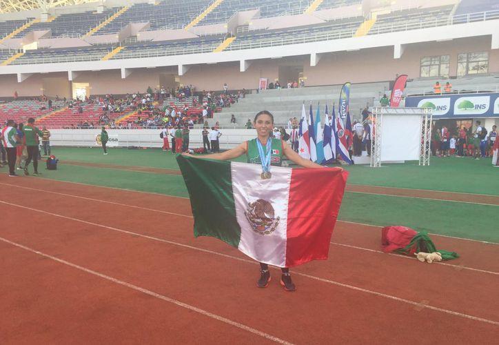 La velocista chetumaleña Ana Azarcoya tuvo una excelente participación en el  Campeonato Centroamericano de Atletismo Máster, realizado en Costa Rica. (Cortesía)