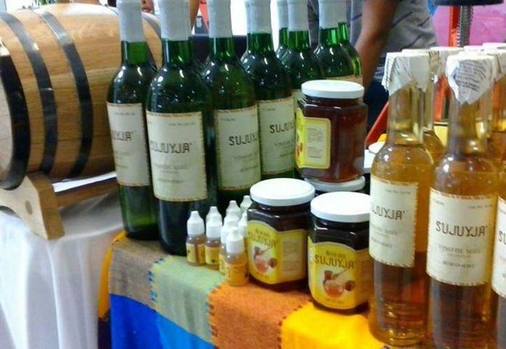 Productos de apicultores locales serán exhibidos en aparadores de Walmart. (Javier Ortiz/SIPSE)