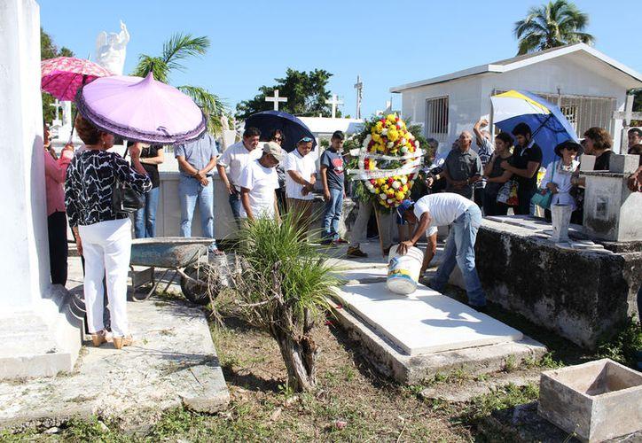 el guía de turistas fallecido en el fatal percance, fue sepultado ayer por sus familiares. (Foto: Redacción/SIPSE)