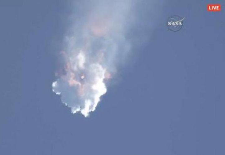 El Falcon 9 explotó tres minutos después de su lanzamiento. (RT)