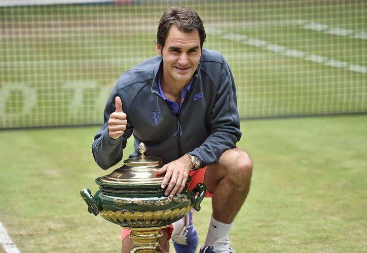 Roger Federer conquistó por octava vez el abierto de Halle al doblegar al italiano Andreas Seppi. (AP)