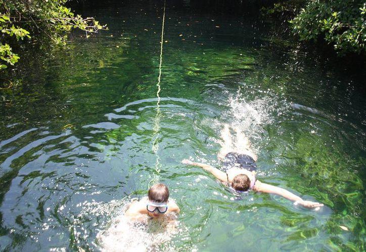 Los cenotes de Tulum ya cuentan con un reglamento para garantizar la seguridad de los visitantes y de su conservación. (Sara Cauich/SIPSE)
