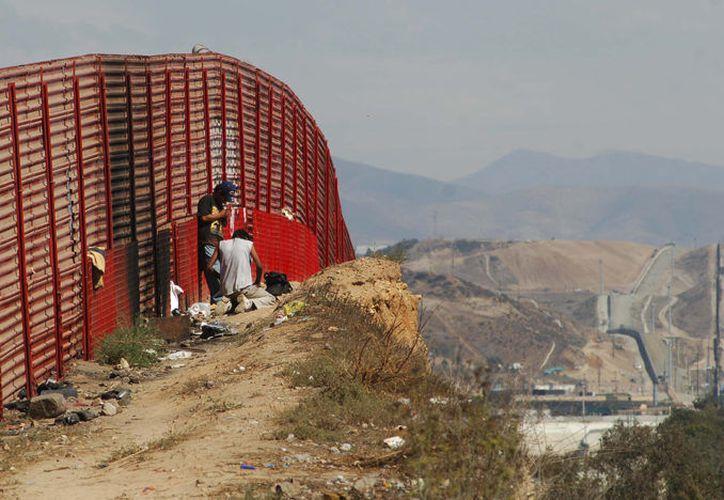 Se aprobaron mil 500 millones de dólares en seguridad fronteriza, que serán para dar mantenimiento al muro ya existente entre Estados Unidos y México. (Diario de Morelos)