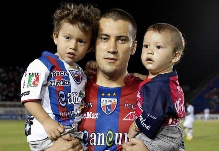 El tiempo libre lo dedica para convivir con Santiago y Matías. (Foto de Contexto/Internet)