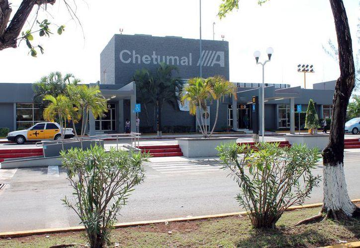 La actividad para las dos aerolíneas que operan en la terminal aérea de Chetumal registró un crecimiento considerable durante 2012. (Francisco Sansores/SIPSE)