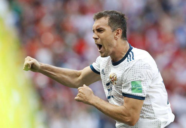 A Artiom Dzyuba se le dobló un dedo durante el partido de cuartos de final contra España (Foto: AP)