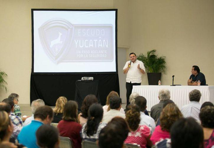 En el marco de la presentación del programa Escudo Yucatán, los maestros plantearon dar continuidad a los programas del Cepredey e impulsar la conciencia cívica en estudiantes respecto a labores de seguridad. (Foto cortesía del Gobierno de Yucatán)