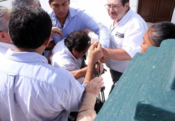 Para evitar que los delegados de la Apauady ingresaran al lugar, Carlos Zetina Moguel, quien fue destituido, contrató seguridad privada. (José Acosta/SIPSE)