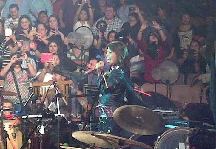 La cantante Alejandra Guzmán en el palenque de la Feria Yucatán. (Martha Chan/SIPSE)