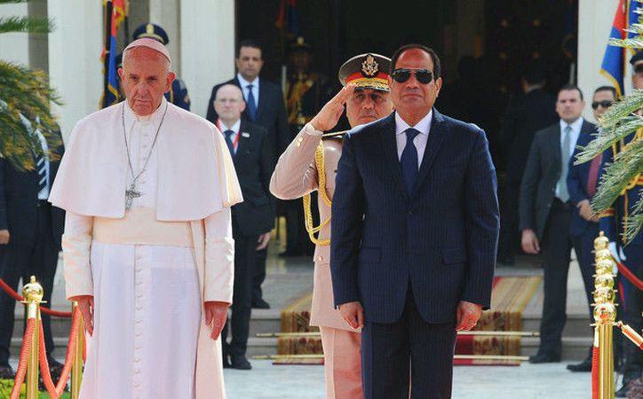 La máxima autoridad de la Iglesia católica no olvida las muertes violentas que han sufrido multitud de coptos en ese país del norte de África. (RT)