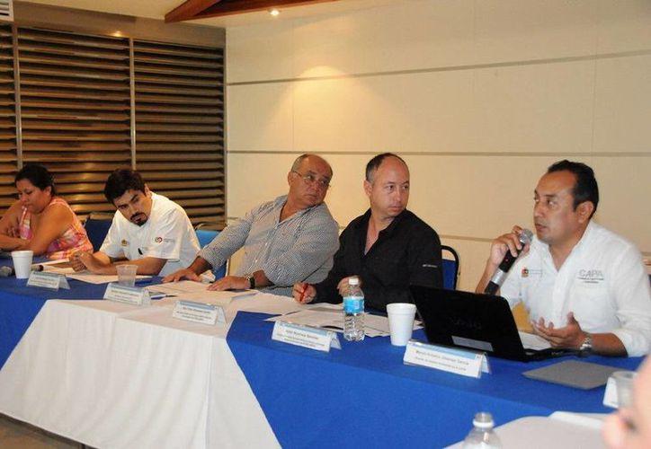 Gabriel Navarro Guerrero, Salvador Arizmendi Guadarrama y Marco Jiménez García en la presentación del plan de inversión. (Redacción/SIPSE)