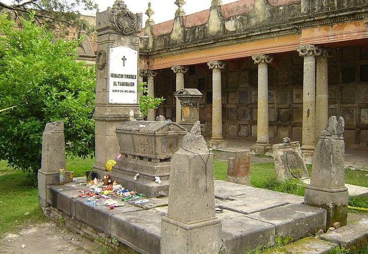 Esta es una de las tumbas más visitadas en el panteón de Belén. (Jorge Moreno/SIPSE)