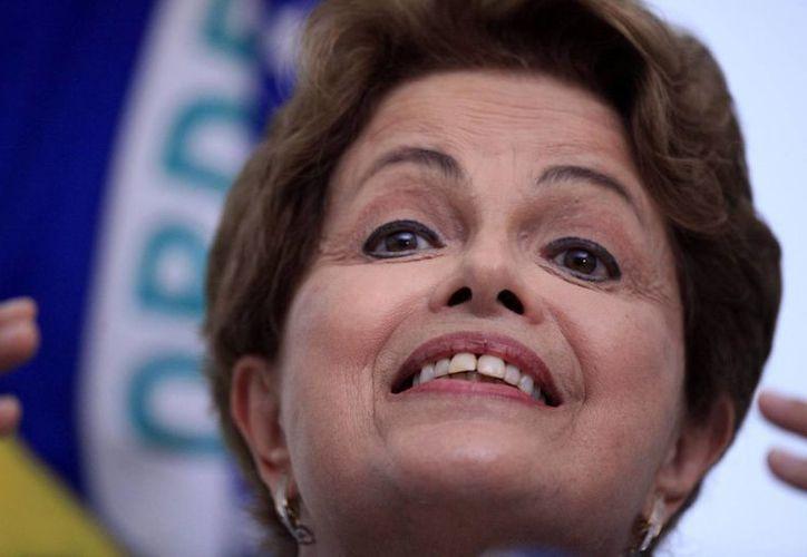 Dilma Rousseff culpó a la crisis global de la situación que vive su país. (EFE)