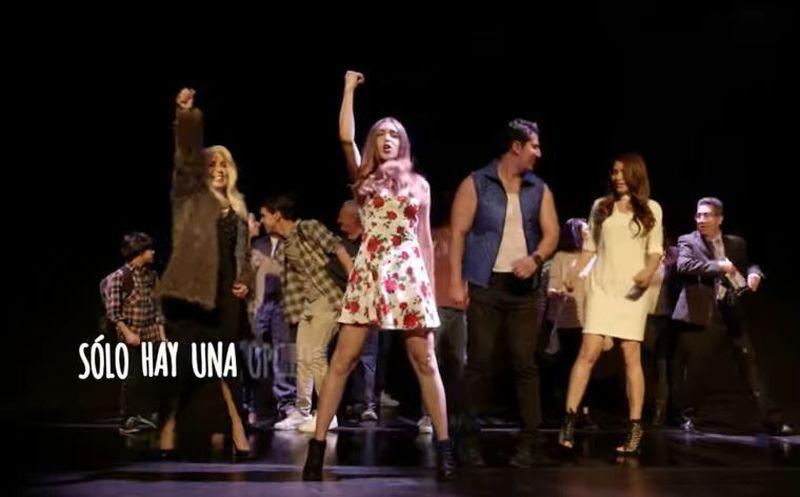Los coros y la coreografía de los actores en el video guardan similitud con el de la canción 'This is me'. (Captura)