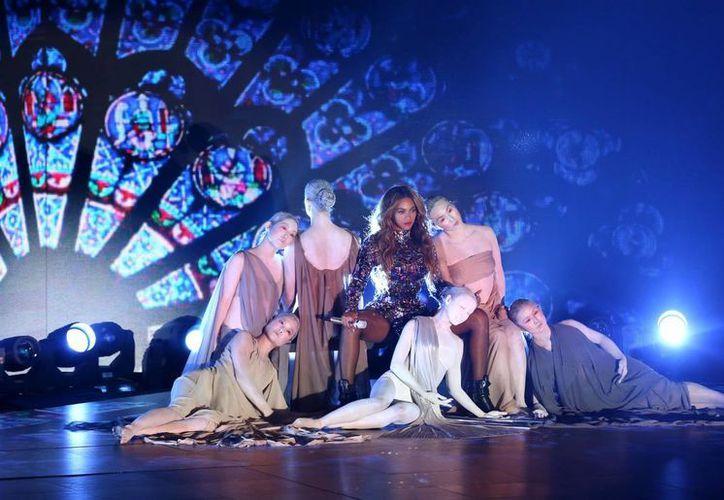 Beyonce durante su presentación en la ceremonia de los Premios MTV. La artista recibió el Premio Michael Jackson al Video de Vanguardia. (Agencias)