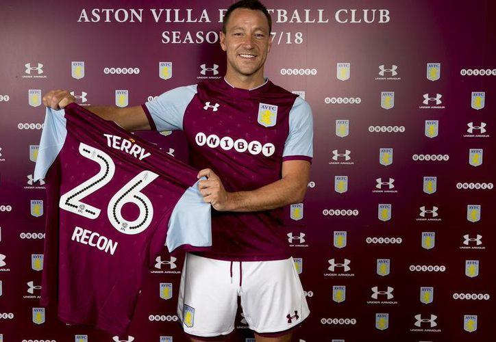 El ex capitán de la Selección de Inglaterra, John Terry continuará con su carrera profesional en el Aston Villa. (Twitter).