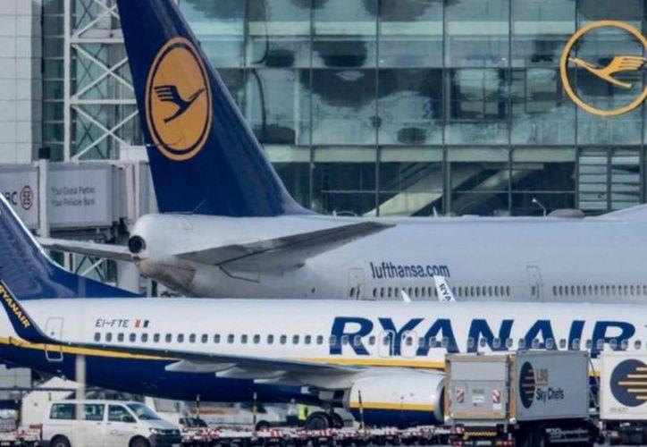 La aerolínea irlandesa de bajo costo Ryanair se vio obligada a cancelar 158 vuelos. (excelsior.com)