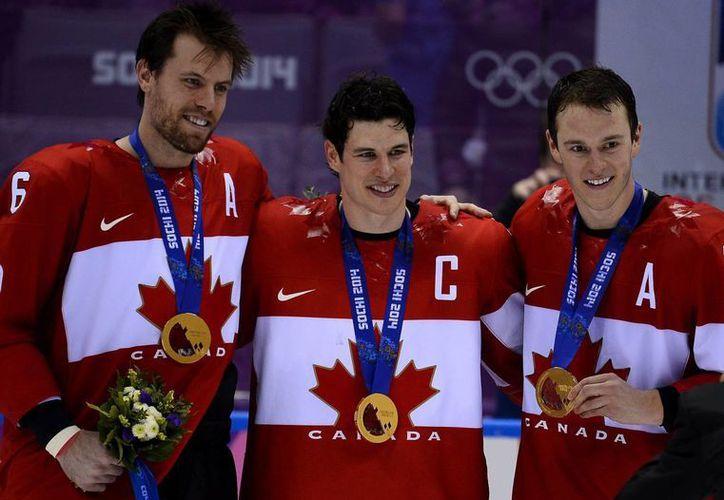 Canadá se proclamó por novena vez campeona del torneo olímpico masculino de hockey sobre hielo al derrotar por 3-0 a Suecia. (EFE)