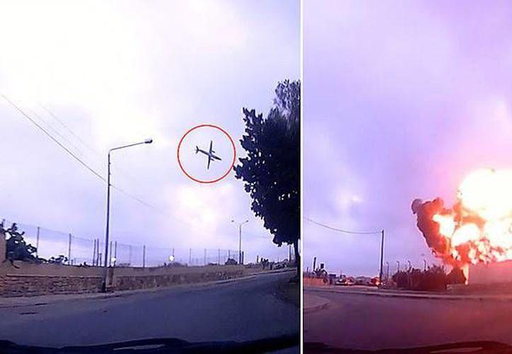Captura de pantalla del momento en que la avioneta se estrella. (@Laurent Azzopardi)