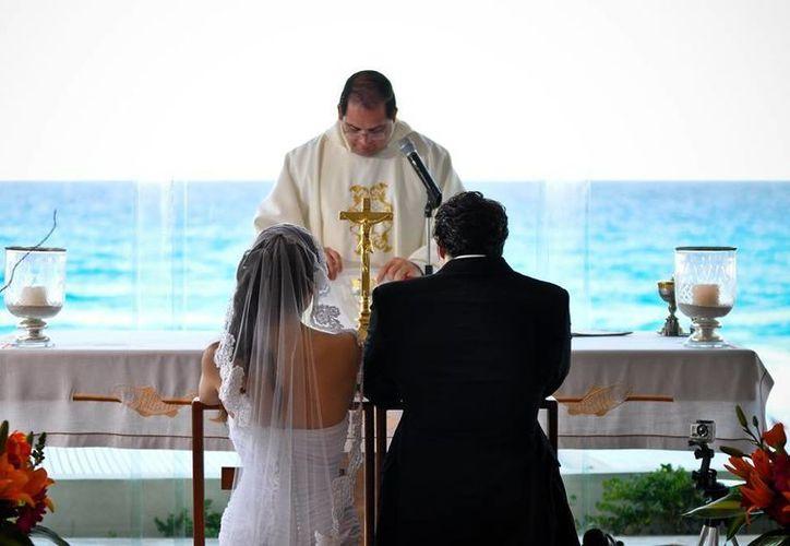Al menos el 90% de las parejas estadounidenses que han decidido realizar sus votos en destinos de playa mexicanos. (Foto de Contexto/Internet)