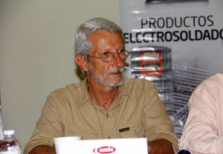 Batliori Sampedro indicó que se realizarán obras en los puertos de Chuburná y Yucalpetén. (Milenio Novedades)