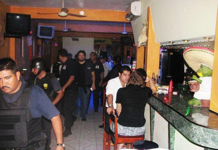 Los operativos 'sorpresa' se realizan para detectar la presencia de menores de edad en bares y discotecas y aplicar sanciones. (Rossy López/SIPSE)