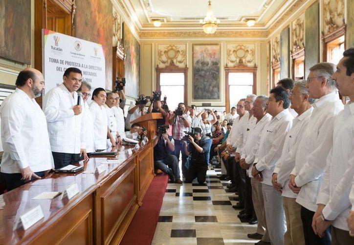 Entre otras actividades, el notariado yucateco, cuya directiva hoy rindió protesta, se concentrará en los convenios con la Secretaría de Hacienda y Crédito Público, además de continuar con los procesos de protocolo abierto y cerrado. (Cortesía)