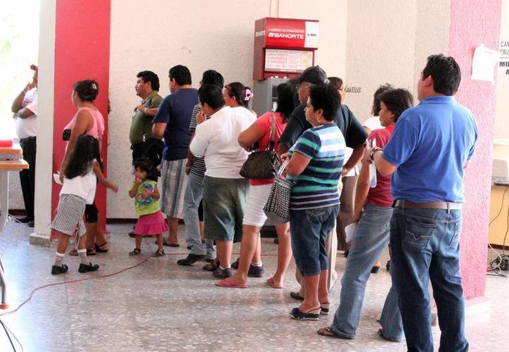 Varios empleados de la Comuna dijeron no haber recibido el pago vía tarjeta bancaria: presumen que serán despedidos. (Francisco Sansores/SIPSE)