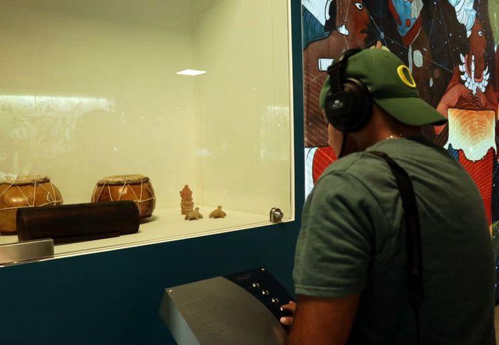 Audífonos para escuchar diversas composiciones.  (Milenio Novedades)