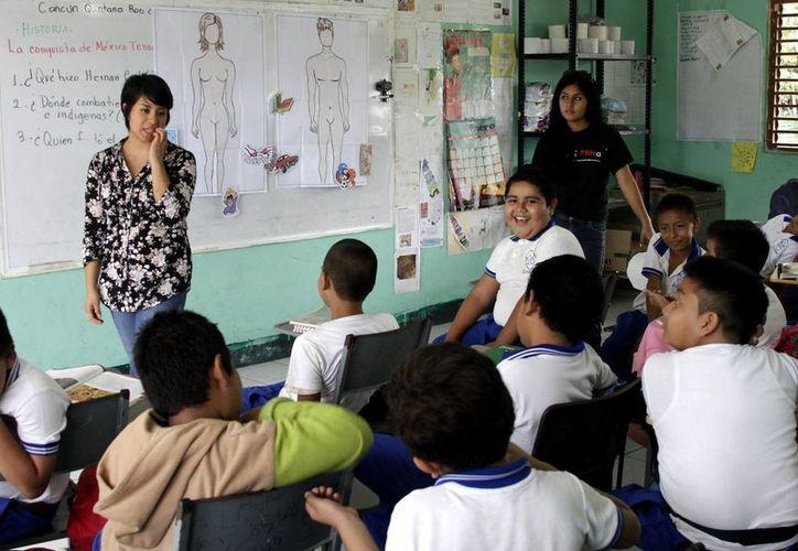 Los alumnos aprenden sobre la equidad de género con el fin de abatir el estereotipo adquirido por las costumbres de familia. (Francisco Gálvez/SIPSE)