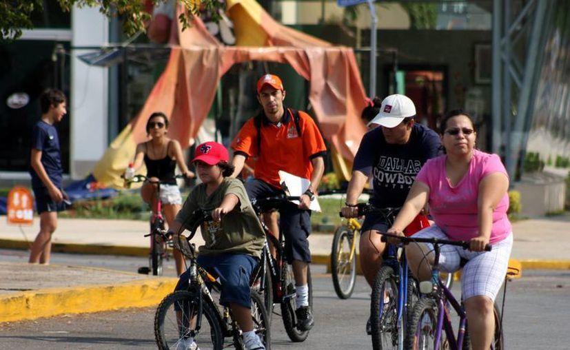 Decenas de yucatecos acuden a la Biciruta cada domingo. (Milenio Novedades)