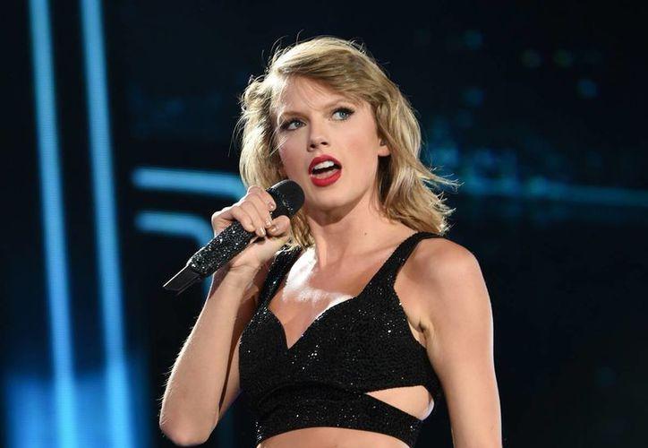 Taylor Swift representa una fuerte competencia para el rapero Kendrik Lamar. Ambos son candidatos al Grammy al Álbum del Año. (AP)