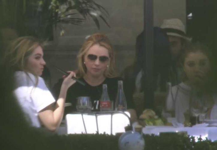 La primera dama de México , Angélica Rivera, fue vista en un restaurante de París acompañada de sus hijas. (Francisco Cobos/Univisión)