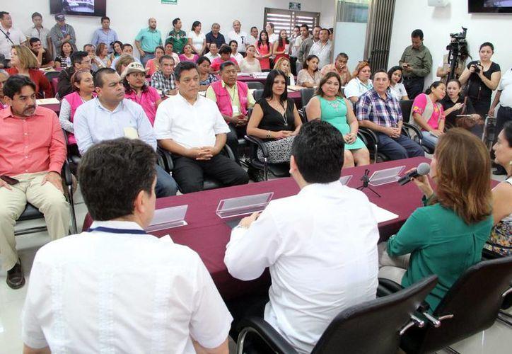 Integrantes de consejos electorales municipales y distritales en el curso-taller de capacitación. (Milenio Novedades)